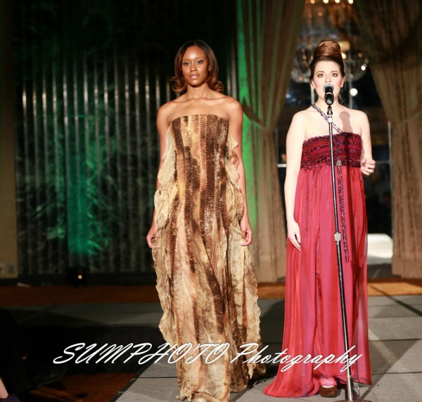 Cantante de la Opera Karrah Camry en vestido j-na couture.