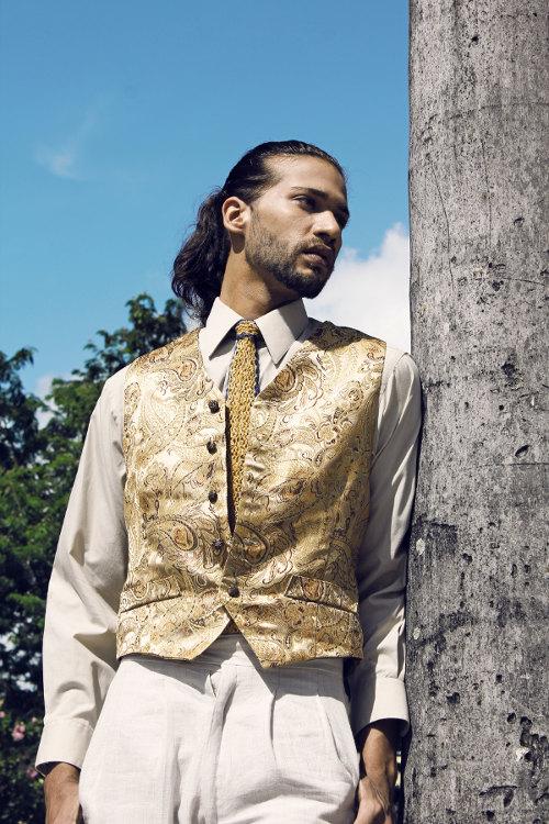 Vista 4: de seda natural brocado Custom Couture chaleco $ 1200. Tejidos a mano a medida de seda y el arte
