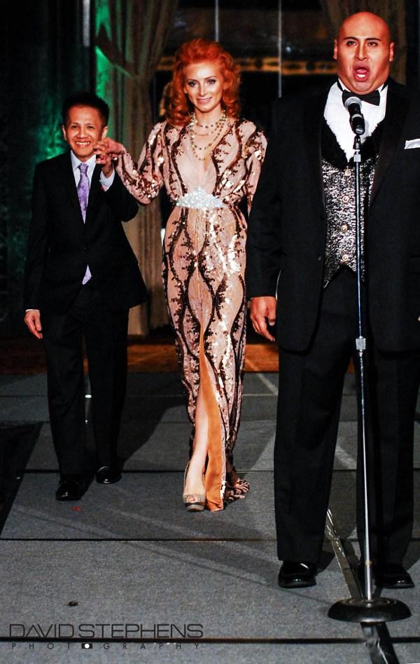 Cantante de la Opera Chicago Benjamin De Los Monteros en chaleco GSb Men's Couture 2012.