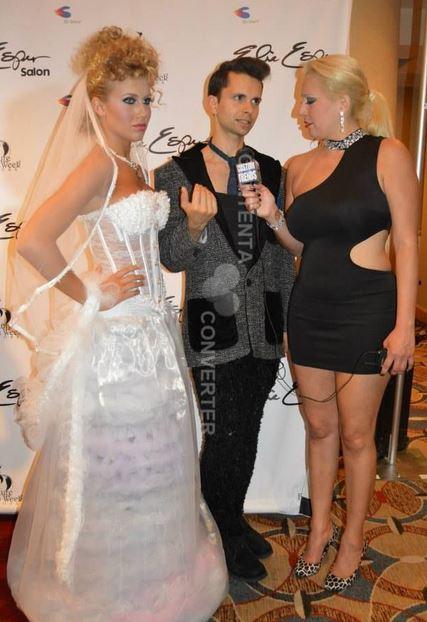 Cal García en la alfombra roja entrevista Nueva York Couture Fashion Week con Trixie Desde Tendencias de encargo.