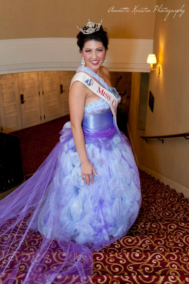 Miss Chicago 2012 in j-na couture.