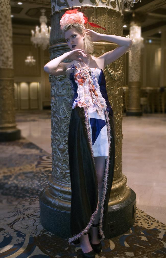 El vestido de seda de cáñamo Eco Moda, que comienza con un tratamiento de spa y trata la piel, ya que te lo pones el vestido.