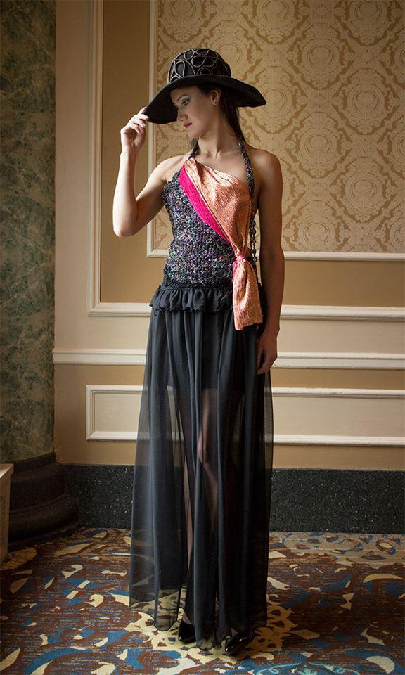 Modelo Olga en j-na couture Spa trattamento Vestido Couture moda Eco.