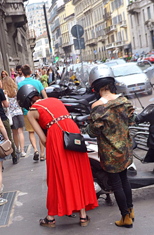 Guarda come questi due vibrano il loro aspetto e si completano a vicenda in modo subconscio. Troppo cool nella decorazione dell'ambiente a Milano.
