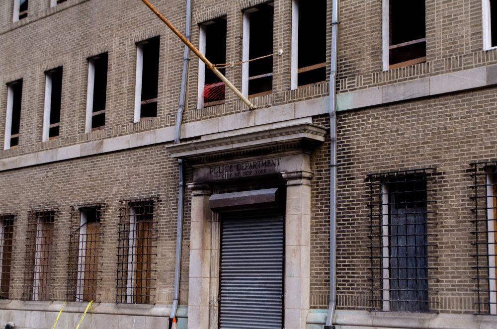 Una estación de policía abandonado en Brooklyn NYC, nacidos la llegada de un nuevo amanecer.