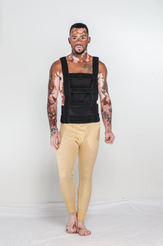 El tanque de forma vestido por encargo encabeza desde Couture Hombre GSB.