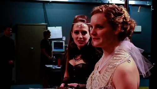 La Reina de la Noche y la princesa de la flauta mágica de cristales de Swarovski antes de la televisión preview.behind rendimiento de las cámaras-cal-y-j-na-WGN-chicago-news-opera_001