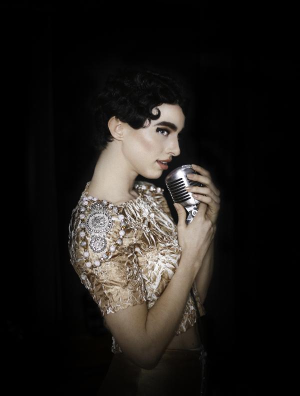 El editorial actriz icónica Audrey Hepburn en la alta costura 2015
