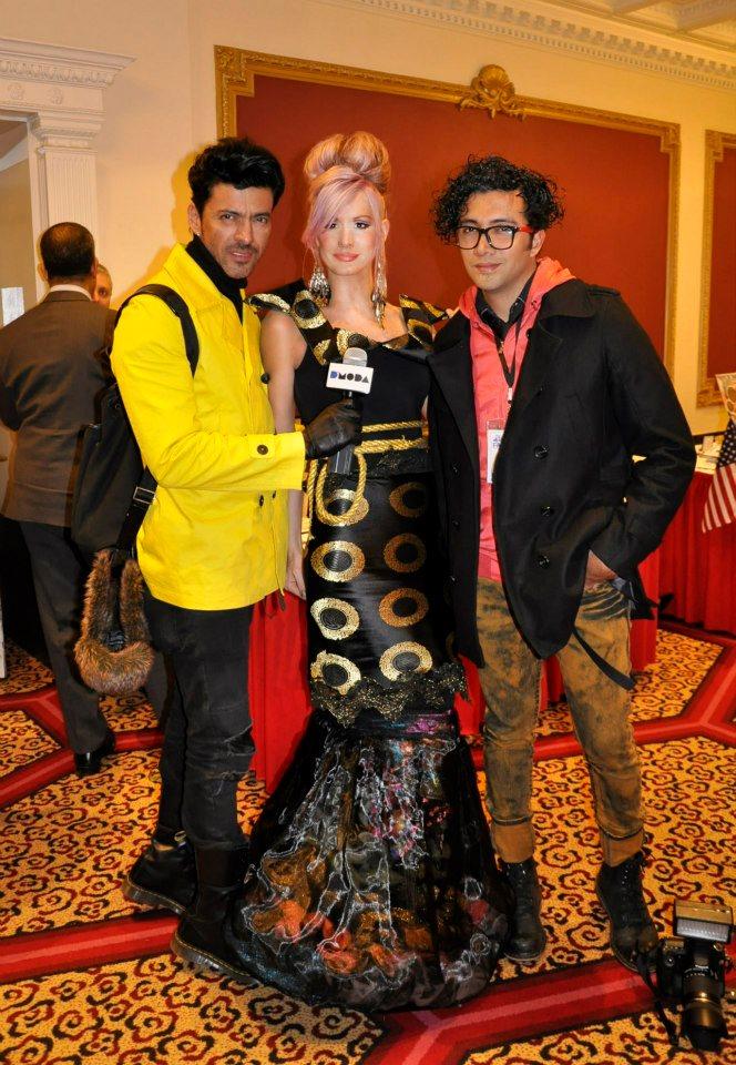 Corso Cristy ser entrevistado en su j-na guerrero vestido de alta costura emperatriz por DMODA TV Puerto Rico en Nueva York couture fashion week 2013.