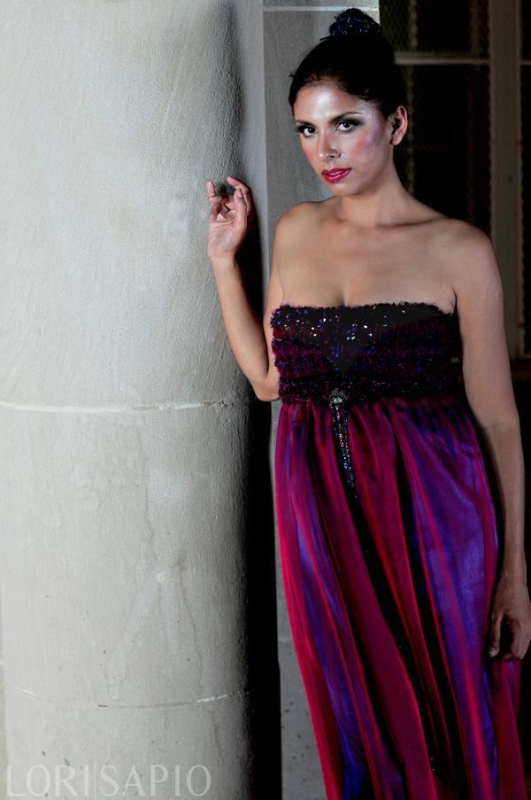 j-na moda abito di seta tessuti a mano con corpetto corsetto Swarovski. Vedere quanto sia sottile la vita impero è in tutti i corpi. Questo è un segreto di J-NA.