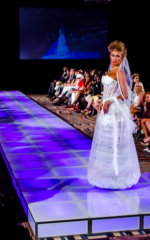 Couture Settimana di moda NY per  dimonstrare la tecnologia NFC.