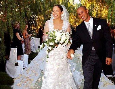 Jennifer Lopez Wedding Dress on Jennifer Lopez Valentino Wedding Dress Jpg