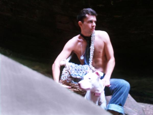 Bolso Mesajero GSb couture 2012 en Starved Rock State Park con Pitbull llamado HEMI.