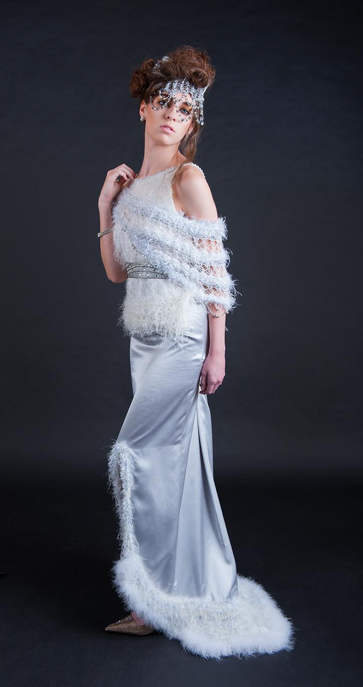 Diseñador de vestidos de novia con la piel y la tecnología portátil desde j-na alta costura.