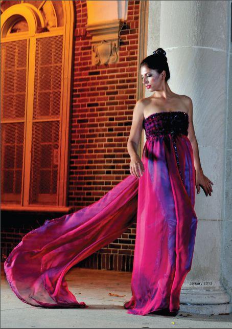 Couture Editoral 2013 j-na con vestido de seda pura corsé rojo y cristal swarovski.