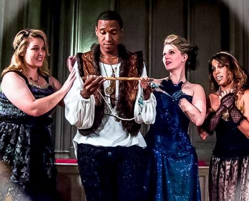 Las doncellas reinas con el príncipe flauta mágica trajes de alta costura de j-na y la y la GSb Men's Couture.