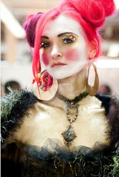 Living d'arte in j-na couture per la pista
