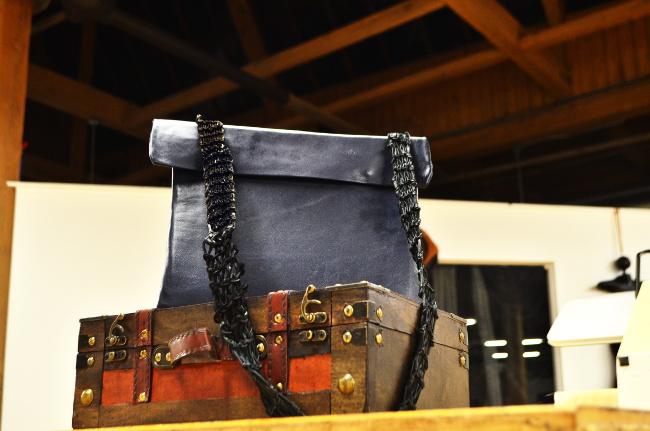 Ipad tableta estuche de cuero o un sastre personalizado. Puede ser personalizado en menos de 5 minutos en línea.