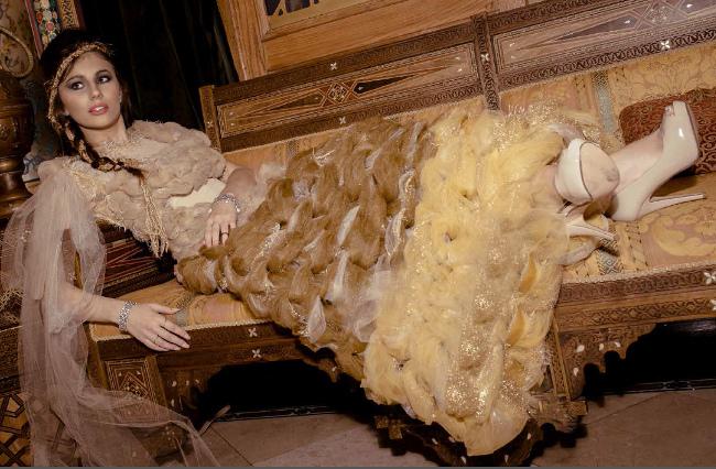 Palacio de la Alhambra en el West Loop de Chicago Faced Harpo Studios, una réplica exacta del edificio histórico en España. j-na vestido de alta costura de tul.