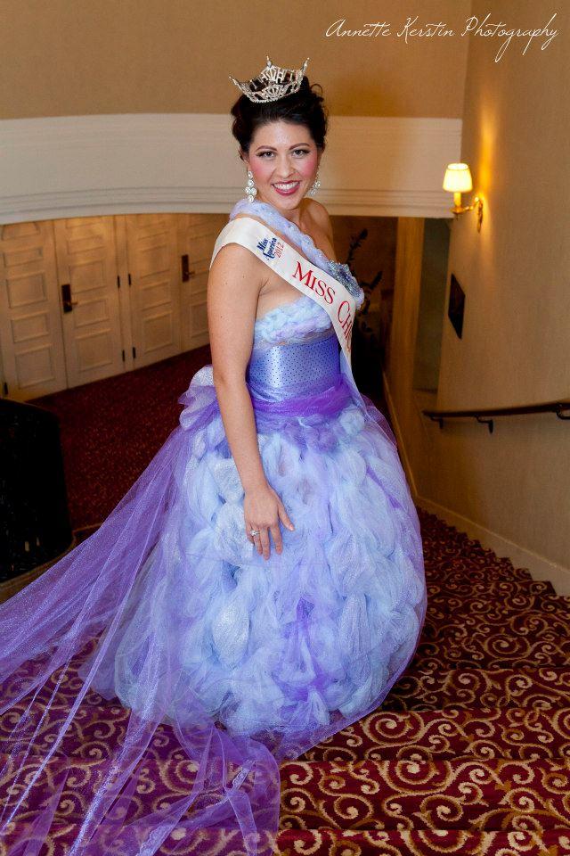 Miss Chicago 2012 Marisa Buchheit opera moda vista in il j-na couture.