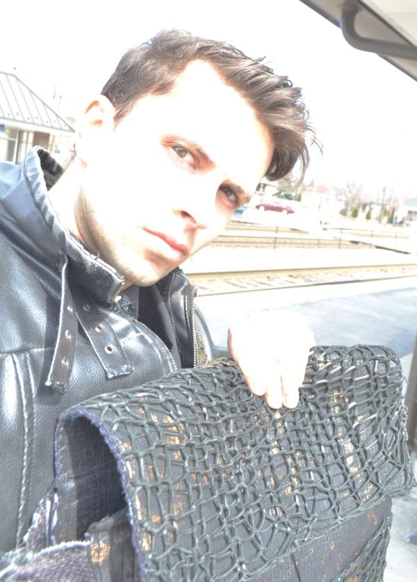 Este bolso fue hecha por Cal y para Cal, para llevar consigo lo que occupa. Lo mejor es que es distinto y hecho para lucir sus mejores cualidades! Q hay de ti?