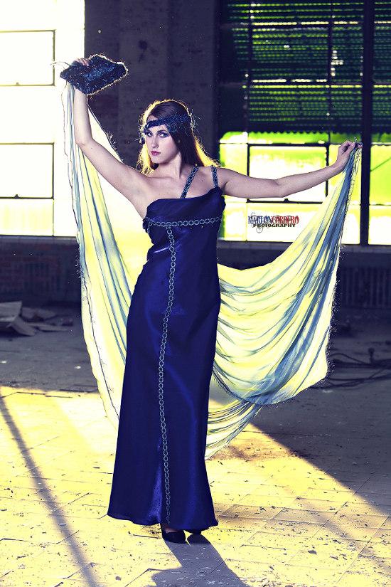 El vestido de alta costura elegante estilo Gatsby que es NFC activado el mejor del pasado se encuentra con las innovaciones del futuro.