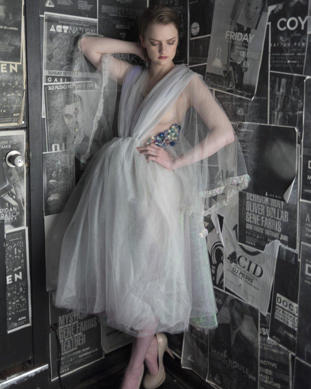 El vestido de cóctel J-na Couture no se parece a nada. El vestido negro readymade no se puede comparar en muchos niveles. Crédito de la foto Carlos Rodolfo Photography. HMUA Deborah Dee
