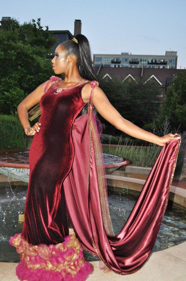A partir de las sugerencias anteriores, usted puede escoger qué este vestido j-na couture visualmente adelgaza y alarga Nneka?