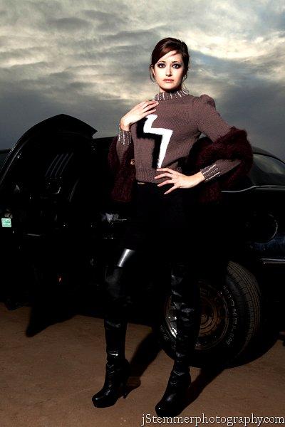 Un altro originale designer di moda haute maglione è questa bella lana sordina lavanda con bianco e nero puro angora